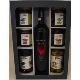 Červené suché víno Nemea z Peloponésu a delikatesy k vínu