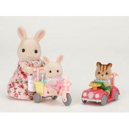 Sylvanian Families Mamka bílý králík s hrajícími si mláďaty